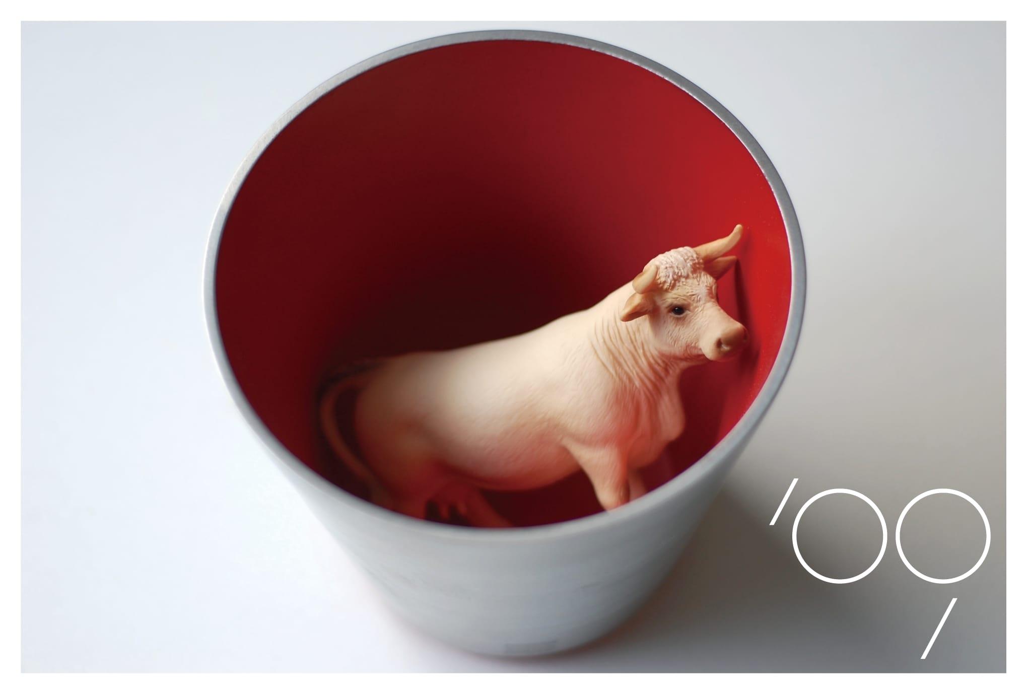 2009年賀状29:赤い鉢の牛のダウンロード画像